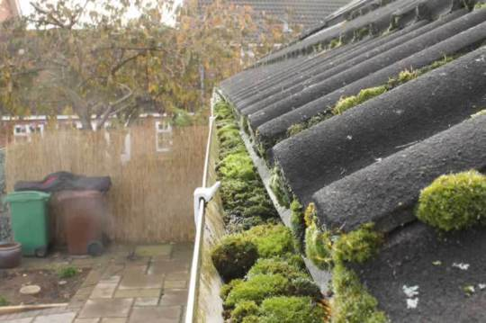 gutter cleaning in southport - Call Now 07967942594